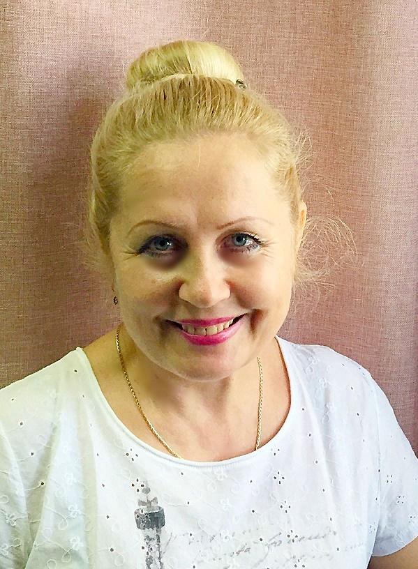 Ирина. Продавец-консультант в магазине париков и накладных волос Parik-ru